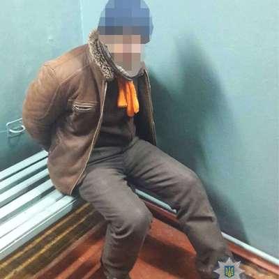 Мужчина в киевском метро избил полицейского