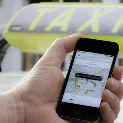 Киевлян просят помочь найти парня, который пропал после поездки в такси