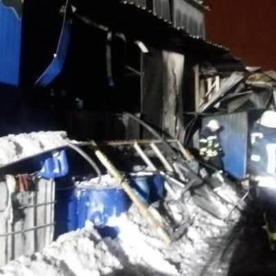 В Киеве горело здание предприятия, есть пострадавшие