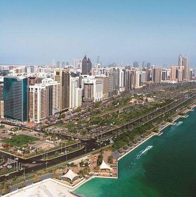 В ОАЭ будут выплачивать пособие мужчинам с двумя женами
