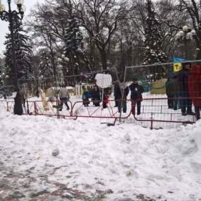В столице Нацгвардия окружила палаточный городок под зданием ВР и начала штурм с применением спецтехники