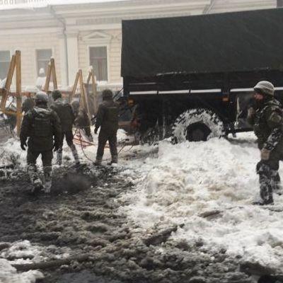 Под Радой произошли столкновения митингующих и полиции: есть раненые и задержанные
