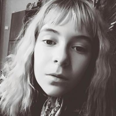 На Хмельнитчине 12-летняя девочка неожиданно покончила с собой
