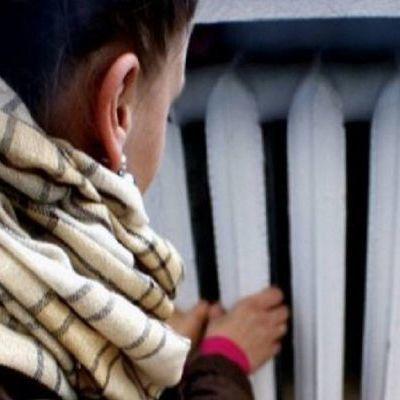 В Киеве прорвало тепломагистраль, дома остались без тепла
