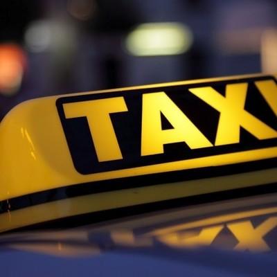 В Киеве трое неизвестных изрезали таксиста ножом и угнали автомобиль