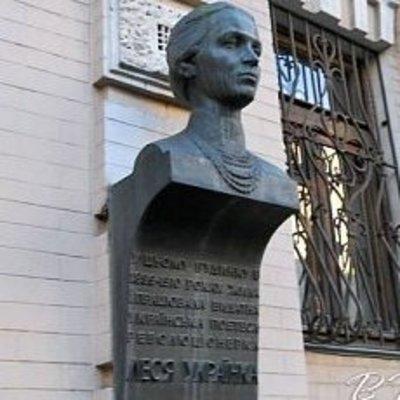 В Киеве с фасада музея украли бюст Леси Украинки