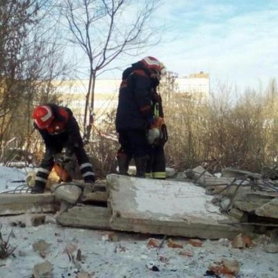 Украинца заживо похоронило под завалами на производстве (видео)