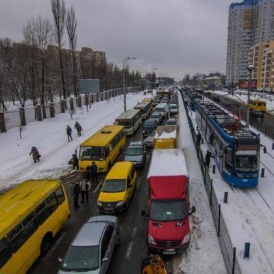 Киев сковали 9-ти балльные пробки