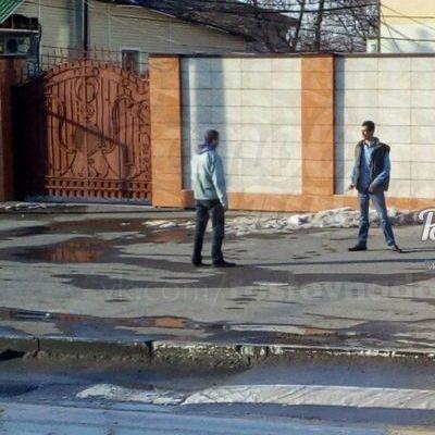 Мужчина нападал с ножом на прохожих в России
