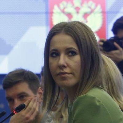Собчак попросила у Украины разрешение чтобы поехать в оккупированный Крым