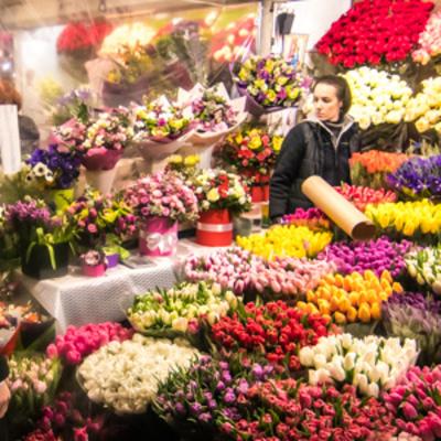 Как утром 8 Марта в Киеве мужчины скупают цветы