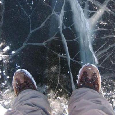 В Кривом Роге под лед провалилась компания студентов