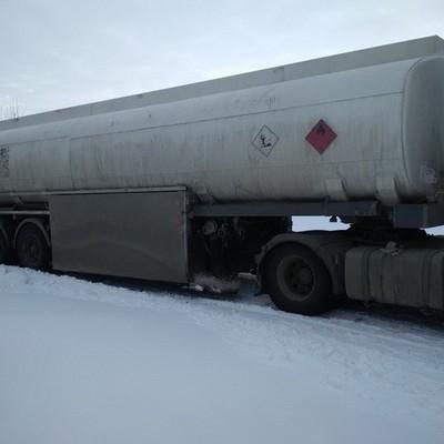 В трех областях Украины обнаружили врезы в трубопроводы, откуда воры цистернами качали нефть