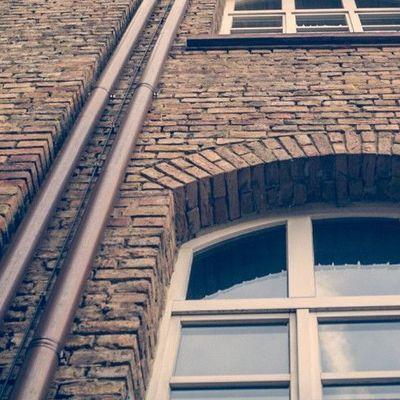 Во Львове женщина выбросилась из окна 8 этажа