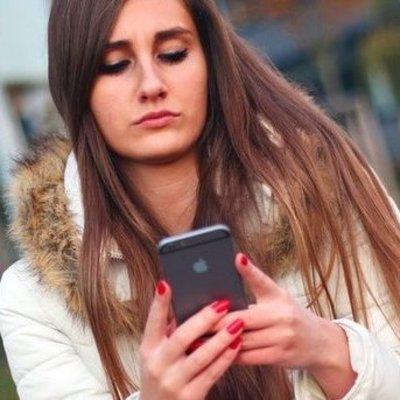 Ребенок случайно заблокировал iPhone мамы на 47 лет