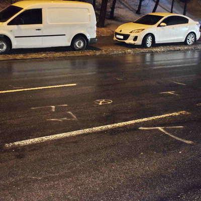 В Киеве сбили двух мужчин, одновременно перебегавших дорогу с разных сторон (фото)