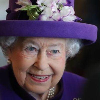 Школьник из Запорожья получил письмо от королевы Великобритании