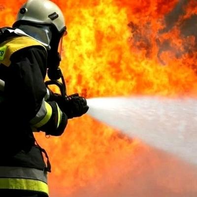 Масштабный пожар: в ангаре сгорели 17 автомобилей (фото, видео)