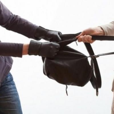 В Киевской области избили женщину и отобрали сумку с 230 тыс. грн