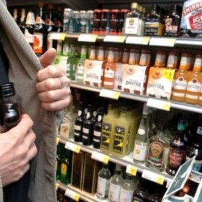 В столичном супермаркете задержан несовершеннолетний «алкоголик» (фото)