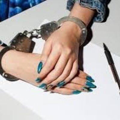 В Фастове две девушки напали на женщину, избили ногами и забрали сумку с деньгами