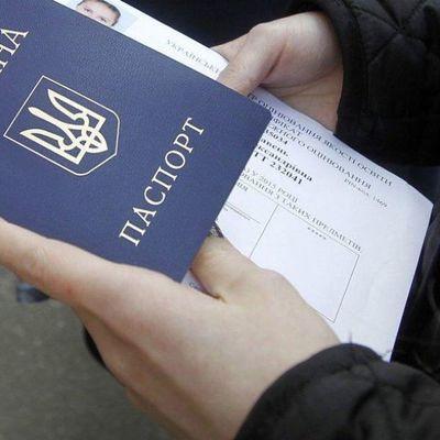 «Я достаю из широких штанин»: почему вырос престиж украинского гражданства