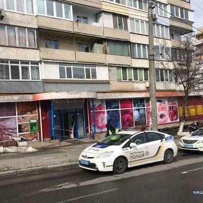 В Киеве мужчина устроил стрельбу в магазине: ранена женщина