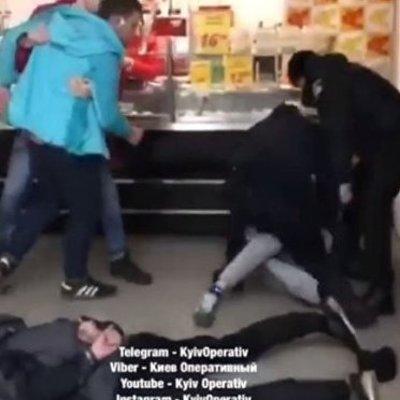 В Киеве подростки разгромили супермаркет и подрались с полицией