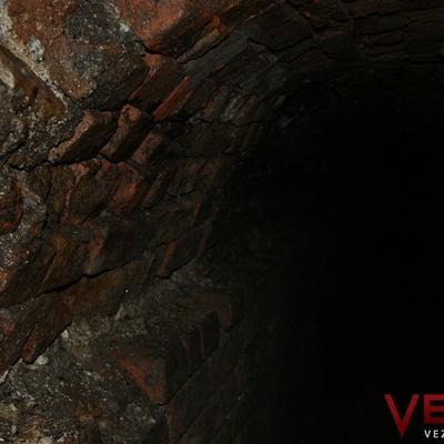 В Виннице разлом асфальта привел к древним подземным ходам (фото)