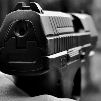 В Киеве в подъезде жилого дома убили человека