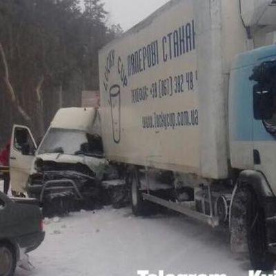 Огромная пробка образовалась на Житомирской трассе под Киевом из-за ДТП