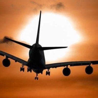 На Филиппинах самолет потерпел крушение и врезался в жилой дом