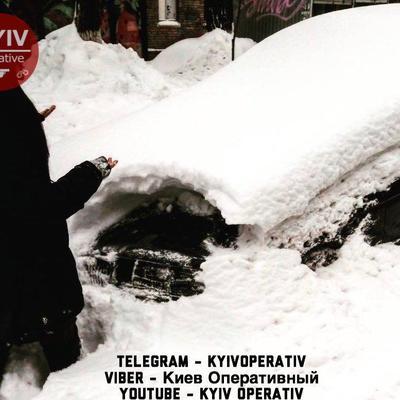 Киевлянка заявила про угон черного BMW, который полицейские нашли в ближайшем сугробе