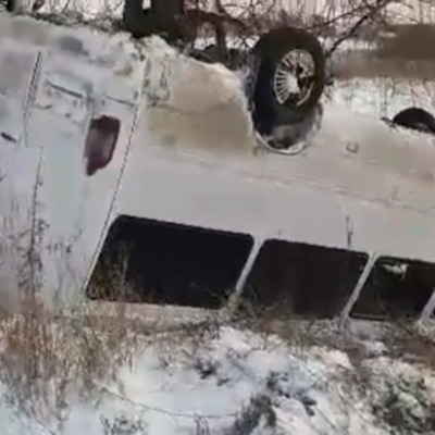 Маршрутка с пассажирами вылетела в кювет и перевернулась под Киевом