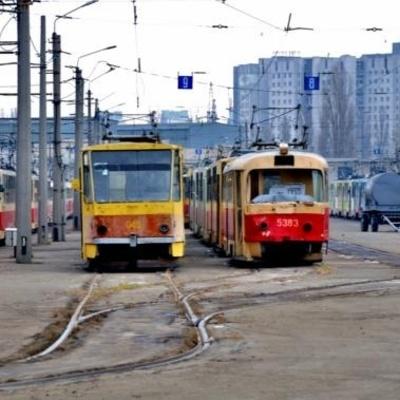В Киеве на Троещине трамвай протаранил троллейбус, образовалась огромная пробка