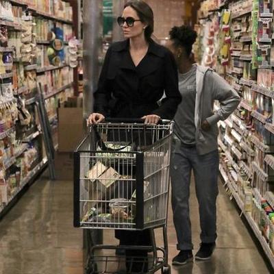 Тощая Анджелина Джоли шокировала посетителей супермаркета