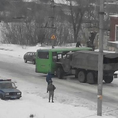 Пьяные боевики так называемой «ЛНР» на «Урале» врезались в маршрутку