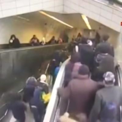 В стамбульском метро мужчина провалился под эскалатор (видео)