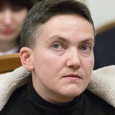 Надежда Савченко в новом ролике пообещала пойти в президенты и сняла с себя вышиванку