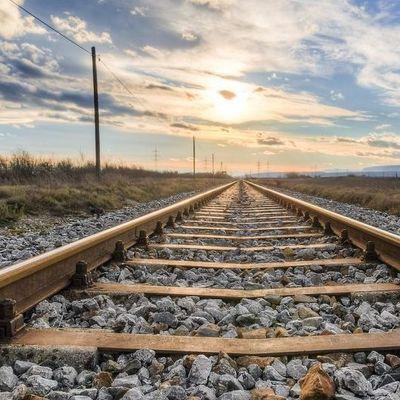 Поезд сошел с рельсов: на Тернопольщине украли часть пути