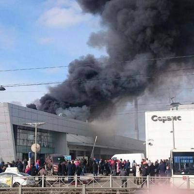 Дым столбом: в Петербурге горит автоцентр Hyundai (фото, видео)