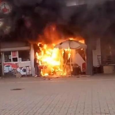 В Киеве возле Левобережной станции метро пожар (фото, видео)