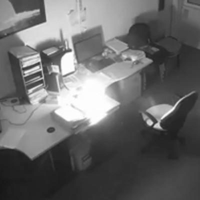 На рабочем месте вспыхнул ноутбук и сжег весь офис в Британии