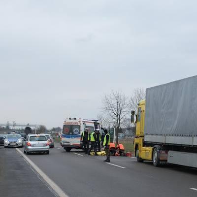 На польской границе украинец попал под колеса автомобиля (фото)