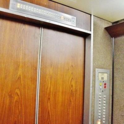 В киевской многоэтажке оборвался лифт с пассажиром