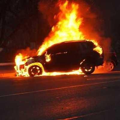Ночь пылающих авто: в Киеве сгорели пять легковушек