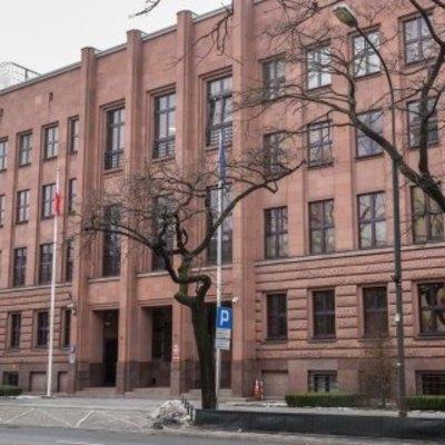 В Киеве у посольства сожгли флаг Польши
