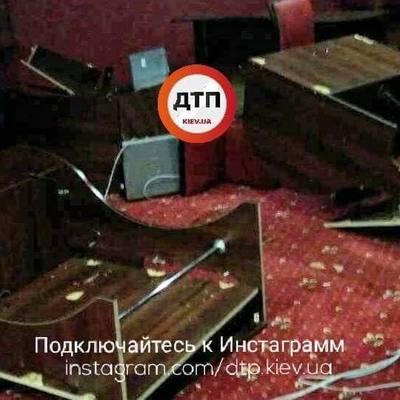 В Киеве молодые люди в балаклавах разгромили игорный зал