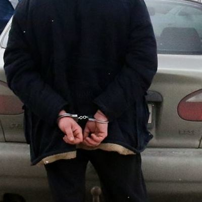 В Киеве 18-летний парень из авто продавал суррогатный алкоголь
