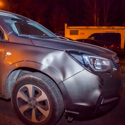 В Днепре Subaru сбила девушку, водитель скрылся с места аварии (фото)